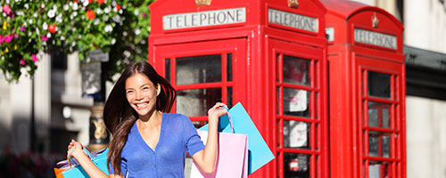 Shopping in London shutterstock.com / Maridav